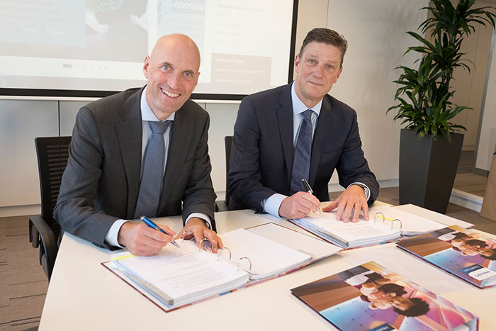 Ernst Kuipers, Chairman of the Board of Erasmus University Medical Center (left) and Henk Valk, General Manager Philips Benelux (right) sign long term strategic partnership for hospital-wide ultrasound.