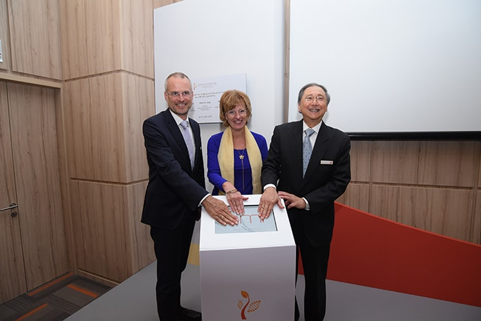 Mr Henk de Jong, Executive Vice President & Chief of International Markets, Royal Philips; Her Excellency Margriet Vonno Ambassador of the Kingdom of the Netherlands to Singapore and Dr. Djeng Shih Kien, Founder and Chairman, Singapore Institute of Advanced Medicine Holdings at the opening of Advanced Medicine Imaging center