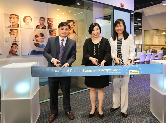 Download image (.jpg) Dr Han Hong Juan, Ivy Lai and Dr Mok Yingjuan (opens in a new window)