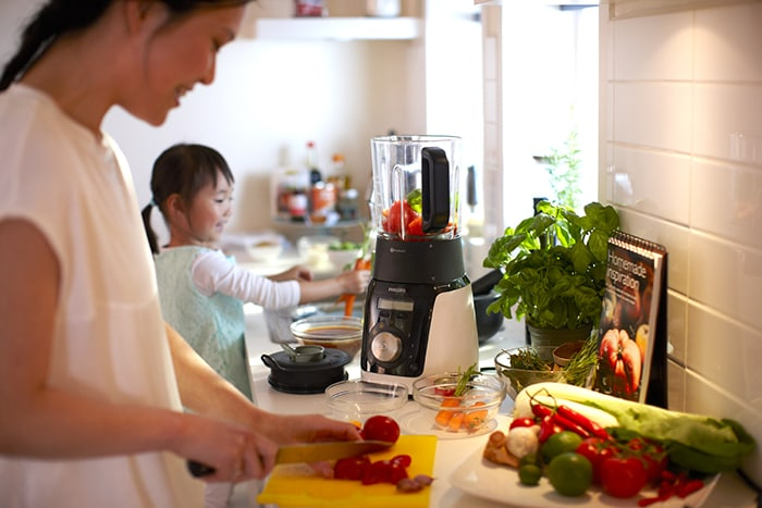 Philips has a wide range of kitchen appliances, including slow juicers, blenders and centrifugal juicers that make it easy to prepare nourishing and tasty meals at home
