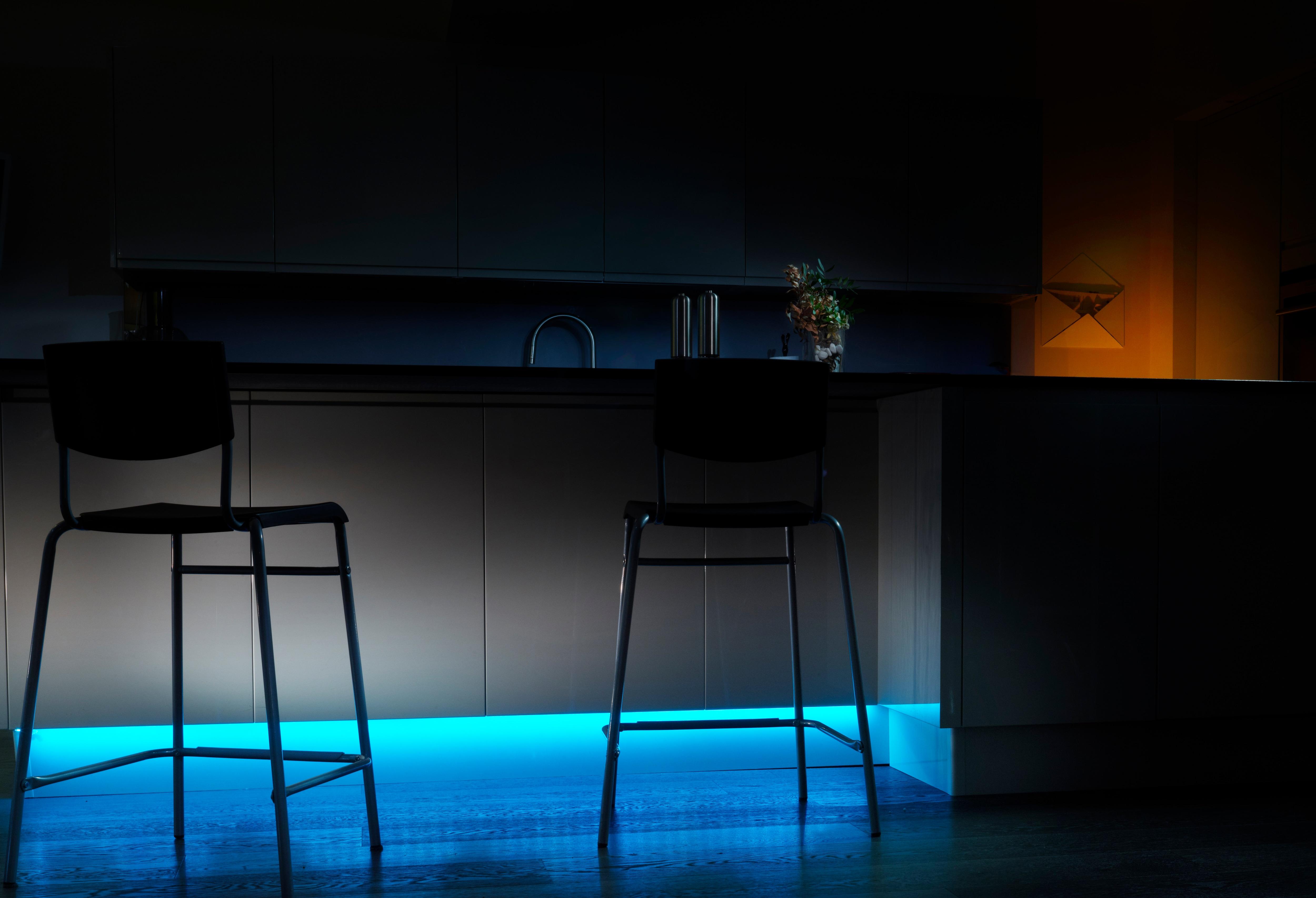 friends of hue philips erweitert die palette smartphone gesteuerter wohnraumbeleuchtung. Black Bedroom Furniture Sets. Home Design Ideas