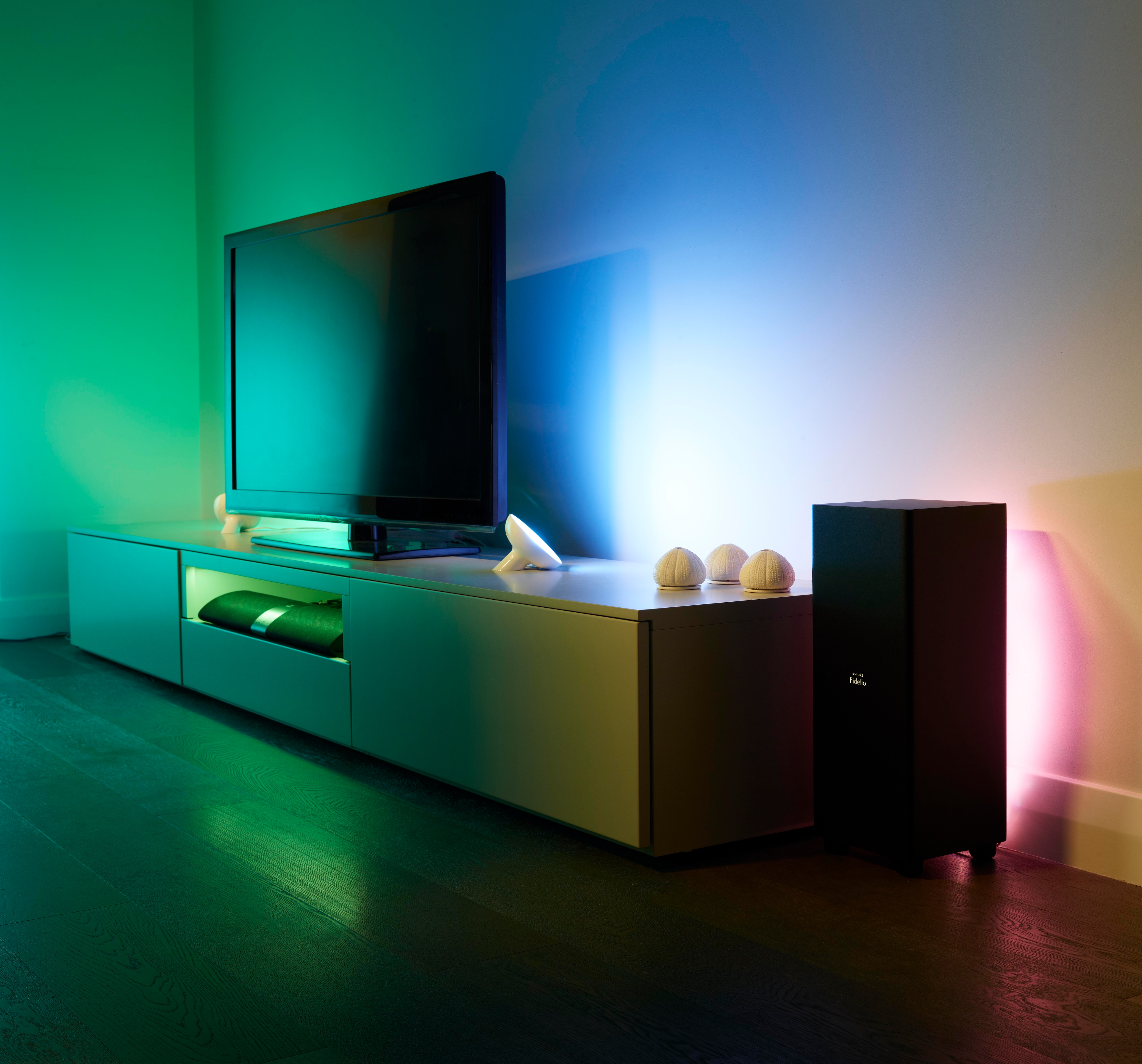 LivingColors-and-LightStrips-TV-Lifestyle Schöne Philips Friends Of Hue Lightstrips Dekorationen