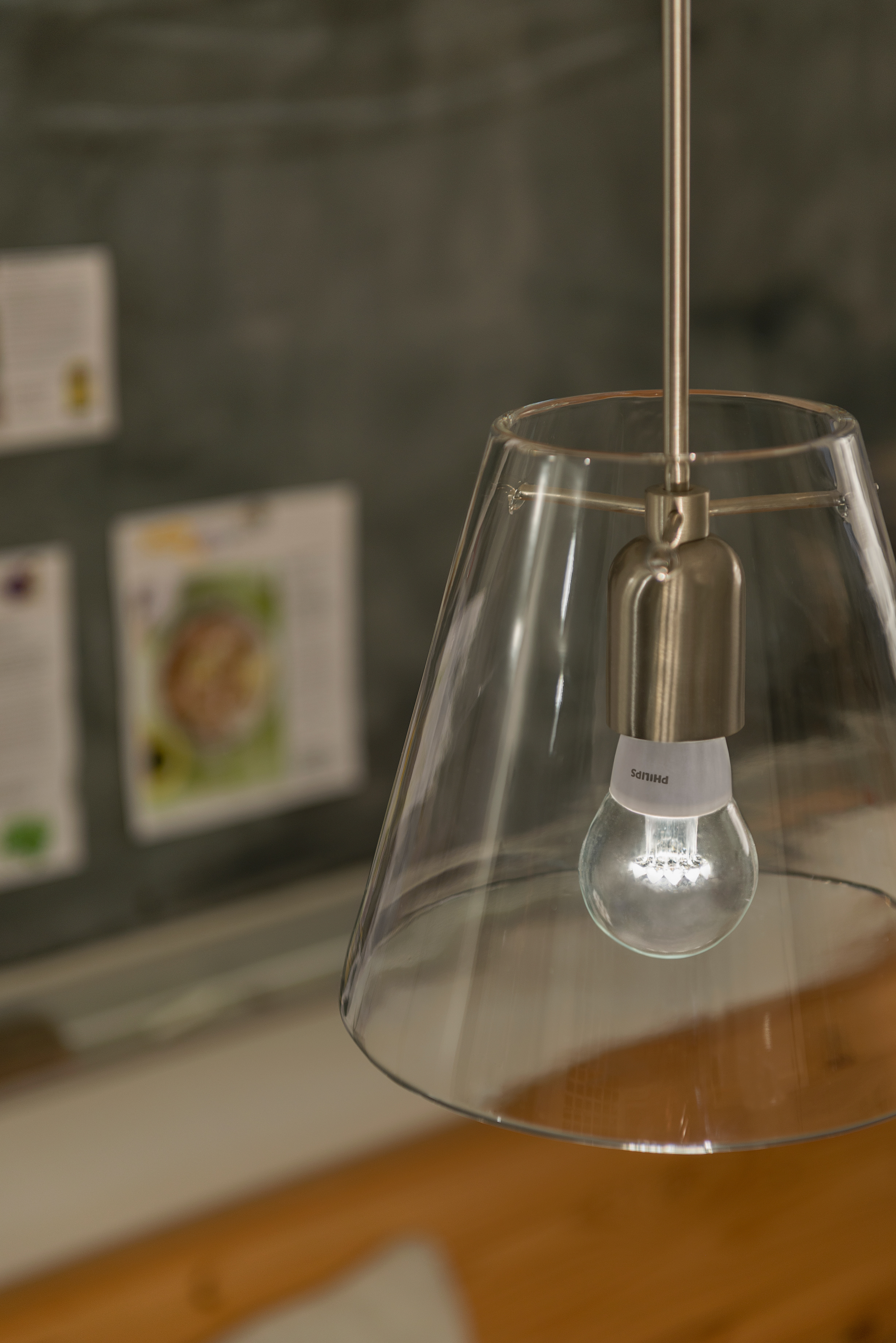 Philips brings the traditional light bulb into the 21st ...
